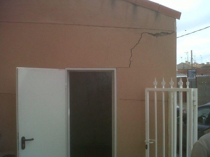 fisura en pared de una casa