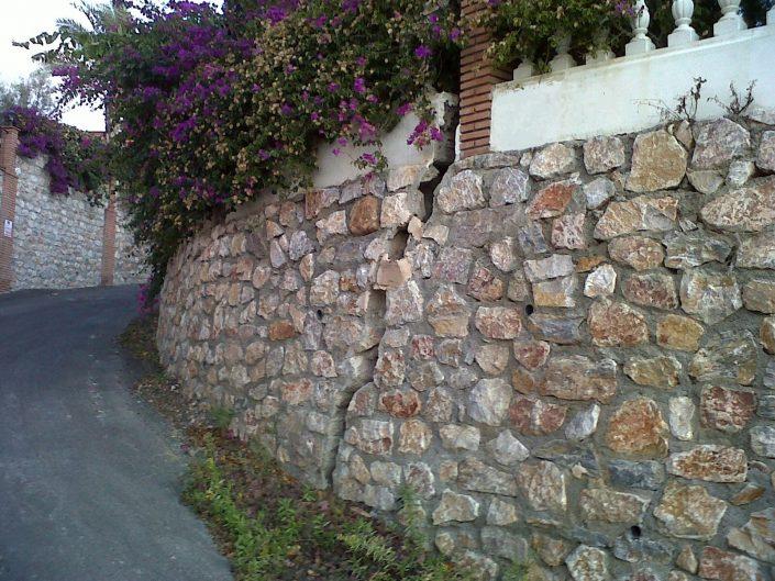 grieta estructural en el muro de una vivienda